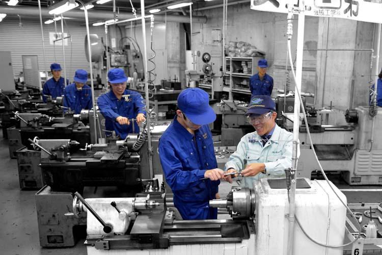 Đơn hàng lắp ráp vận hành máy xuất khẩu lao động Nhật Bản